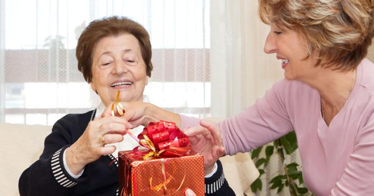 Gifts For Seniors With Alzheimer S Or Dementia 36 Perfect Ideas Dailycaring