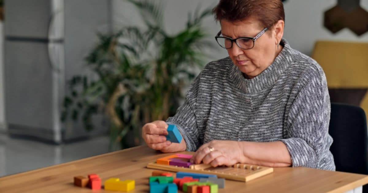 10 Fun, No-Fail Activities for People with Dementia DailyCaring